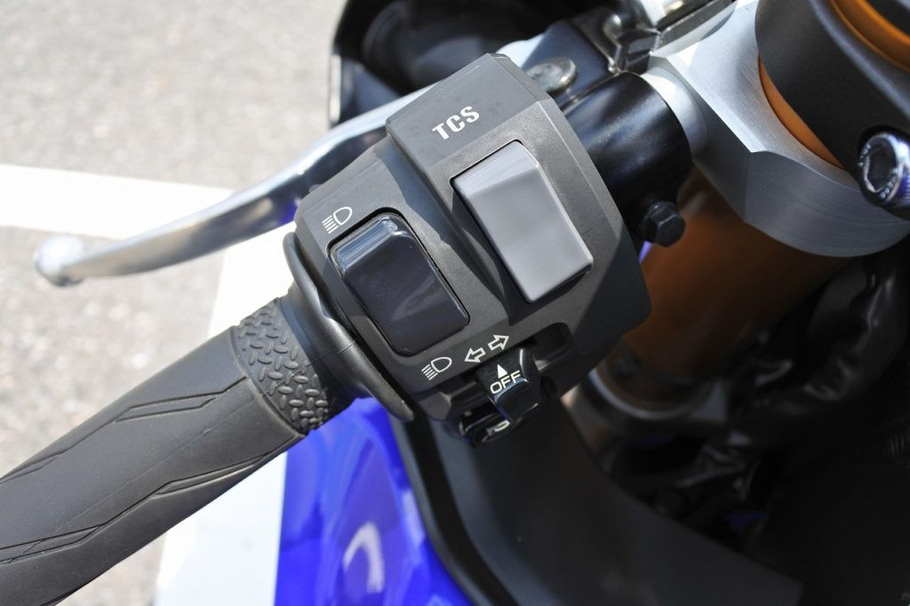 YZF-R6のトラクションコントロールスイッチ