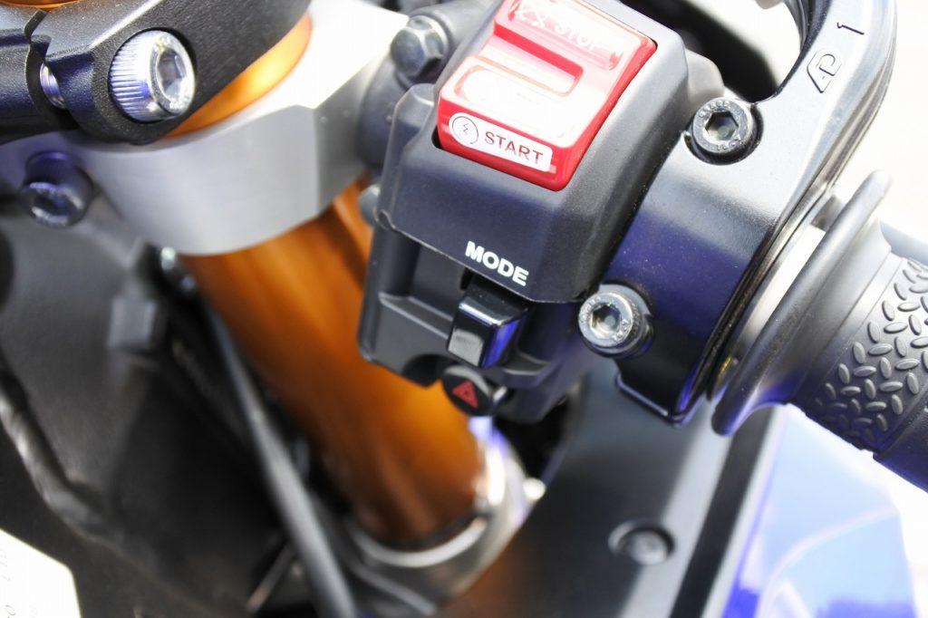 YZF-R6のモード切替スイッチ
